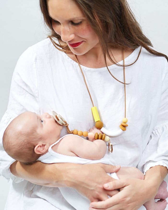 honey balance teething necklace lifestyle 2